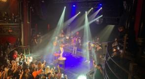Xande de Pilares, faz sucesso em sua primeira turnê européia
