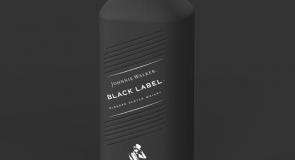 Diageo cria primeira garrafa em papel, totalmente livre de plásticos, para Johnnie Walker